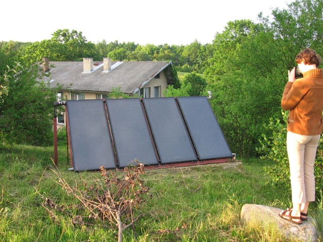 Kolektory słoneczne montowane są nie tylko na budynkach