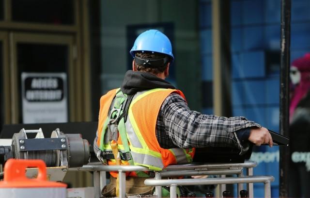 W górę pójdzie płaca minimalna, zmieni się też sposób jej naliczania. To tylko niektóre zmiany dotyczące pracowników w 2020 r. Czego jeszcze mogą się spodziewać?  Zobacz wideo: Pracodawcy nie będą tworzyć nowych miejsc pracy i będą redukować zatrudnienie