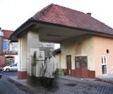 Pruszcz Gd.: Bronisław Plaskota przez kilka lat był kierownikiem legendarnej stacji. Był również kierowcą księdza Waląga