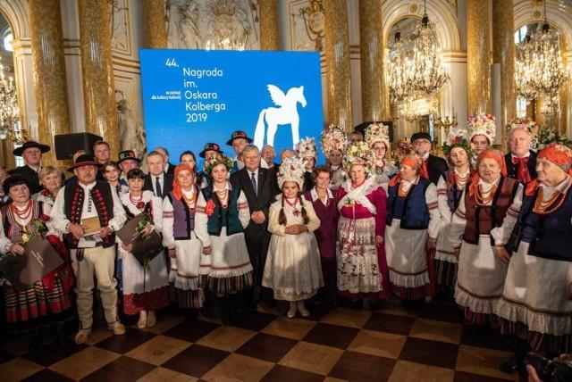 """Zespół Śpiewaczy """"Sielanki"""" z Sielca otrzymał nagrodę im. Oskara Kolberga """"Za zasługi dla kultury ludowej"""" 2019 w kategorii dla zespołów folklorystycznych"""