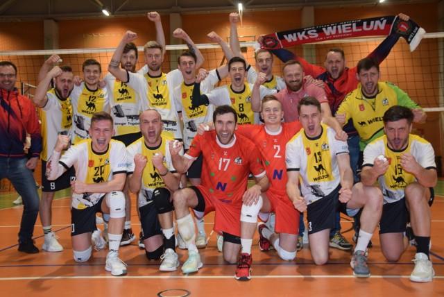 Siatkarski play off w II lidze. Pięć setów, dwie czerwone kartki i triumf WKS