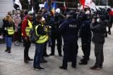 """Protesty w Warszawie. Polscy policjanci nie chcą przyjeżdżać do Warszawy na zabezpieczanie manifestacji. """"Pójdą masowo na L4"""""""