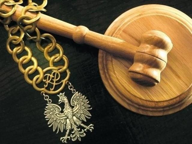 W ubiegłym roku sądy rzadziej skazywały za niepłacenie alimentów, coraz częściej również zapadają wyroki w związku z obniżaniem świadczeń.