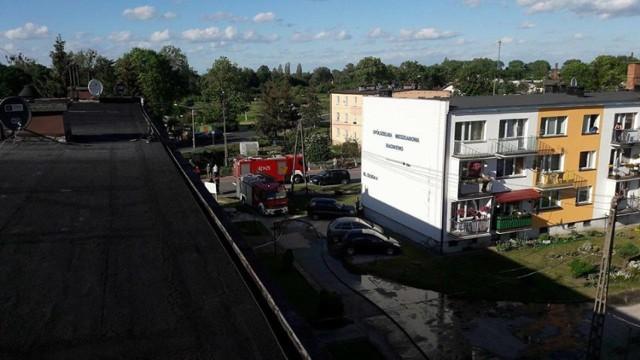 Przed siedzibę chełmińskiej KP PSP zajechał kierowca audi, którego auto stało w płomieniach. Ratownicy ruszyli na  pomoc. To nie jedyna interwencja.