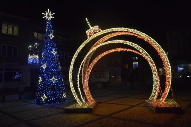 Przejdź do galerii i zobacz zdjęcia iluminacji świątecznych z ubiegłego roku.