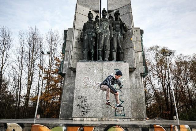 PTG, czyli Pomnik Trudu Górniczego w Katowicach przy ulicy Granicznej. Pod pomnikiem jest jeden z najpopularniejszych skate parków w regionie.  Zobacz kolejne zdjęcia/plansze. Przesuwaj zdjęcia w prawo - naciśnij strzałkę lub przycisk NASTĘPNE