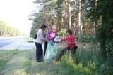 Bełchatów: Urzędnicy starostwa sprzątali świat