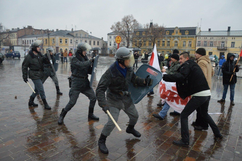 Rewelacyjny Milicja Obywatelska i ZOMO pałowały manifestantów na pl LR91
