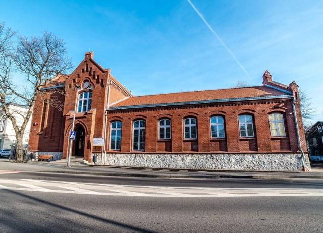 Galeria Stara Łaźnia w Zawierciu przeszła rewitalizacje i walczy o tytuł Najlepszej Przestrzeni Publicznej w województwie śląskim.  Zobacz kolejne zdjęcia. Przesuń zdjęcie w prawo - wciśnij strzałkę lub przycisk NASTĘPNE