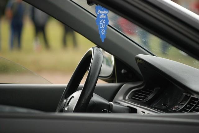 Prześwietlamy oświadczenia majątkowe burmistrzów i wójtów z terenu powiatu słubickiego. Sprawdź, czym jeździ nasza władza.  Na kolejnych zdjęciach w galerii prezentujemy samochody, które w swoich oświadczeniach majątkowych ujęli włodarze. Zdjęcia są poglądowe.  Zobacz też wideo: Magazyn Informacyjny GL