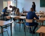 Matury 2021 w powiecie wadowickim. Drugi dzień, drugi egzamin. Jak wyglądają matury w reżimie sanitarnym? [ZDJĘCIA]