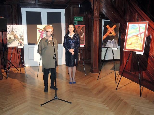 Elżbieta Szumska, dyrektor MDK Stargard i Ludmiła Sabadini, prezes SSMSP Barama.