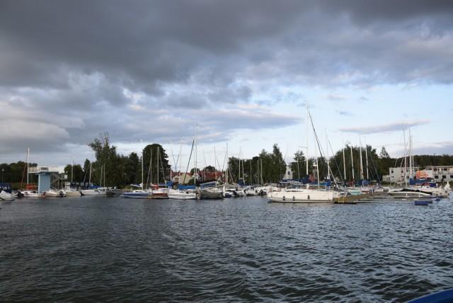 Łódki, jachty, rowery wodne - jaki sprzęt wodny można zobaczyć na jeziorze w Charzykowach?