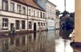 Tak wyglądała powódź w Krośnie Odrzańskim w 1997 roku. Zobacz stare zdjęcia Stanisława Straszkiewicza