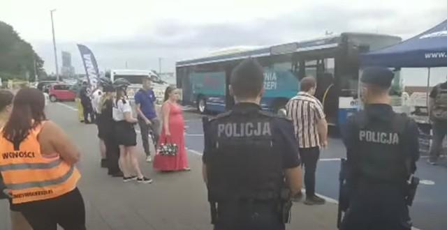 """Gdynia reaguje na atak antyszczepionkowców. """"Agresji mówimy stanowcze nie"""""""