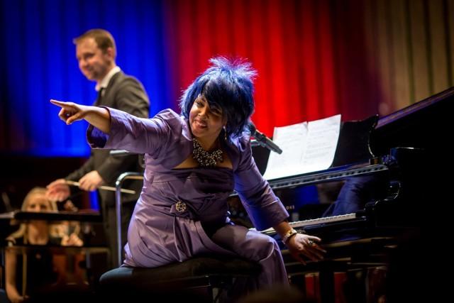 W Filharmonii Łódzkiej - James Bond Karen Edwards