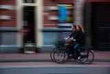 Policja podpowiada jak poprawnie jeździć rowerem. Specjalnie dla Was nagrali film instruktażowy