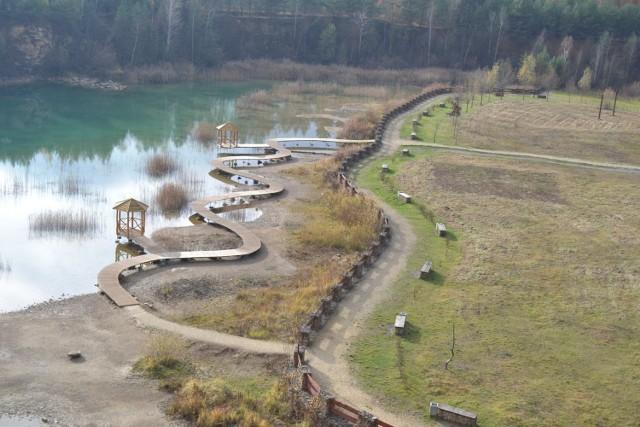 Lazurowa i czysta woda w Parku Gródek zachwyca również jesienią