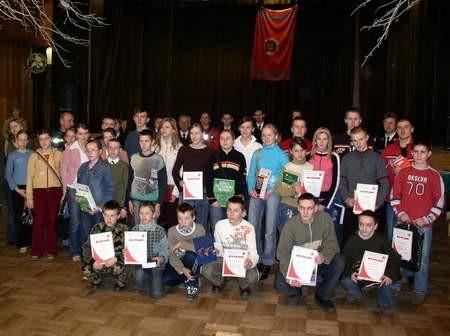 Uczestnicy turnieju ze swymi opiekunami i rodzicami. Fot. Radosław Osiński