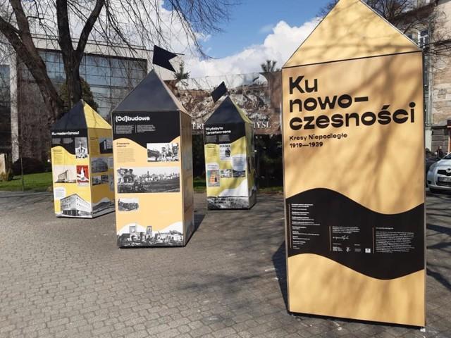 Na pl. Berka Joselewicza kolejna plenerowa wystawa Muzeum Narodowego Ziemi Przemyskiej.