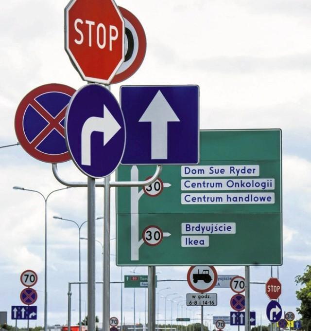 Kierowcy mają wiele zastrzeżeń do lokalizacji znaków drogowych. Największy grzech to ich zbyt duża liczba na krótkich odcinkach drogi.