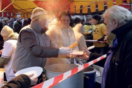 Podczas miejskiej wigilii przygotowano posiłki dla ośmiuset będzinian.