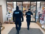 W Bytowie policjanci nadal kontrolują przestrzeganie nakazów związanych z Covid-19