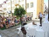 Walizka 2021. Dzień drugi teatralnych zmagań i Teatr Pantomimy Mimo na ulicy Długiej