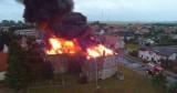 Spłonął jeden z największych budynków w Dygowie. Od lat popadał w ruinę