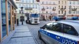 Pijany kierowca wjechał ciężarówką pod ratusz w Kaliszu. ZDJĘCIA