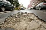 Oto najbardziej dziurawe drogi w Polsce. A jak jest we Wrocławiu? Zobaczcie!