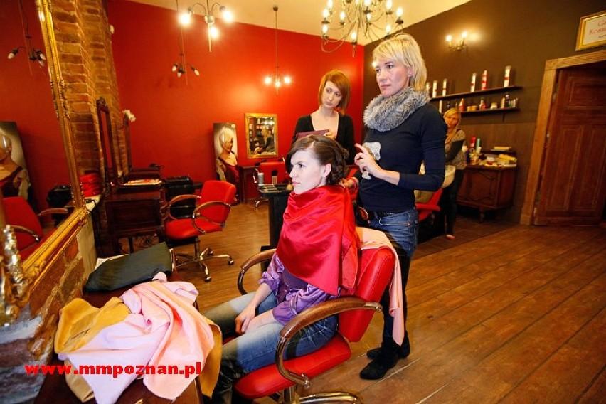 Wieczorne wyjście wymaga oprawy: makijaż, ciuchy i fryzura –...