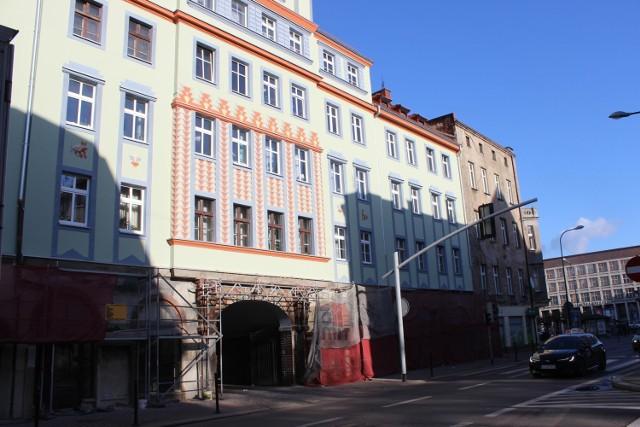 Tak prezentuje się odnowiona kamienica przy ul. Piłsudskiego w Bytomiu. Zobacz kolejne zdjęcia. Przesuwaj zdjęcia w prawo - naciśnij strzałkę lub przycisk NASTĘPNE >>>