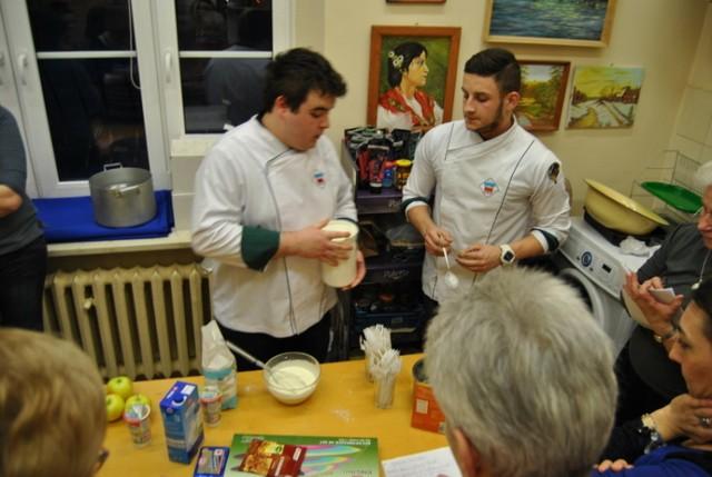 Młodzi kucharze zdradzili tajniki przygotowywania deserów w Poraju.