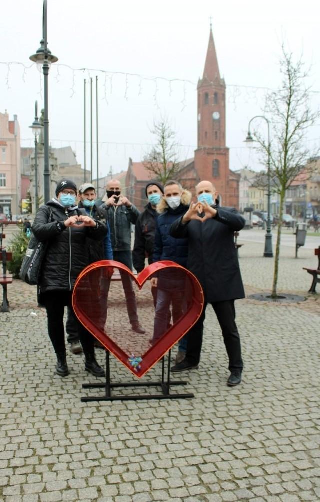 15 grudnia w Wąbrzeźnie zamontowano pierwsze nakrętkowe serce. Wkrótce mają się pojawić kolejne