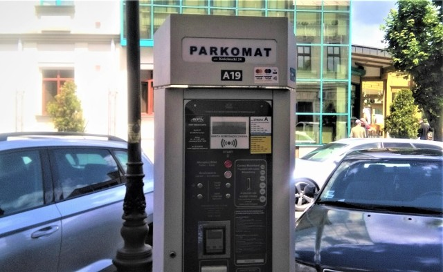 Obecnie w Nowym Sączu znajduje się 45 parkometrów. Zostały zainstalowane w Strefie Płatnego Parkowania A i B