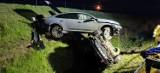 Wieczorny wypadek na S3. Lexus wpadł do rowu, najechał na niego volkswagen, który przewrócił go na bok. Kierowca lexusa trafił do szpitala