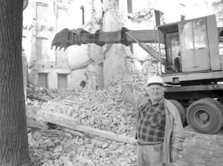 Kazimierz Hofman, kierownik budowy, zapewnia że już wkrótce kamienica przy ulicy Sączewskiego przestanie straszyć.