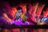 Kraków. Wielka Parada Smoków przyciągnęła tłumy. Wspaniałe widowisko pod Wawelem! Latające, kolorowe smoki i efektowne fajerwerki [ZDJĘCIA]
