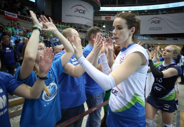 Izabela Bełcik w latach 2010-2015 grała w Atomie Treflu Sopot. W reprezentacji Polski w latach 1999-2016 rozegrała 322 mecze