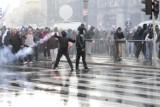 Zamieszki w Warszawie. Zdemolowany pl. Konstytucji [zdjęcia]
