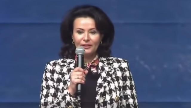 Dr n. med. Izabela Pałgan na imprezie założycielskiej ruchu społecznego Polska Jest Jedna, m.in. zniechęcała do szczepień dzieci mówiąc o niewystarczającej wiedzy, potencjalnym ryzyku i ewentualnych konsekwencjach