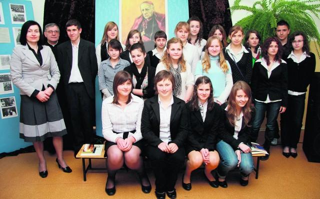 Uczestnicy konkursu pozowali do pamiątkowego zdjęcia