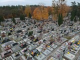 Pusty i cichy cmentarz w Dojlidach w Białymstoku. Niesamowite zdjęcia i film z drona! Zobacz groby najbliższych z lotu ptaka