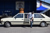 Takie samochody jeździły dawniej po polskich drogach. Zdjęcia hitowych klasyków lat 80. i 90. I nie tylko