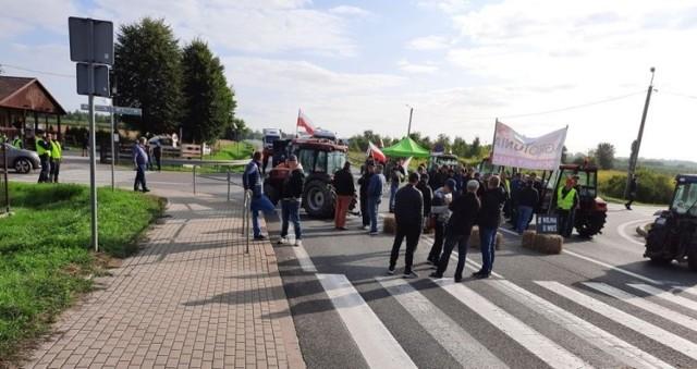 25 sierpnia rolnicy z terenów południowego Mazowsza zablokowali dzisiaj drogę krajową numer 50 w miejscowości Czaplinek niedaleko Góry Kalwarii.