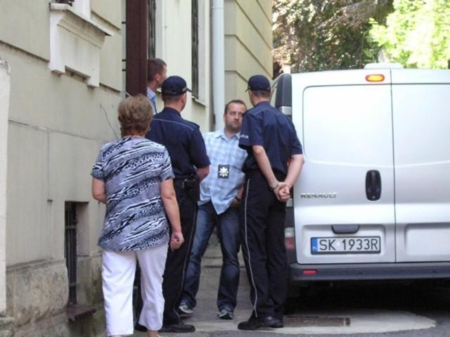 Zatrzymanych przewieziono do bielskiej prokuratury
