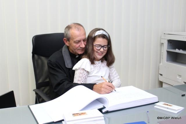 Wernisaż wystawy Julianny Sitek z SP w Rudzie i ks. Bogdana Blajera ZDJĘCIA