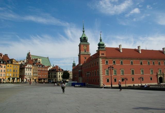 Zamek Królewski, Muzeum Fryderyka Chopina czy Muzeum Katyńskie - to tylko niektóre z wyjątkowych miejsc na kulturalnej mapie Warszawy, które zwiedzimy bezpłatnie w każdą środę.   Poniżej pełna lista muzeów, w których zwiedzanie w środę jest całkowicie bezpłatne (godziny otwarcia).  * Zamek Królewski (11:00-17:00) * Muzeum Fryderyka Chopina (11:00-19:00) * Muzeum Legii Warszawa (11:00-17:00) * Muzeum Katyńskie (10:00-16:00) * Centrum Pieniądza NBP (10:00-18:00) * Dom Spotkań z Historią (15.00-19:00) * Muzeum Polskiej Techniki Wojskowej (10.00-18.00) * Muzeum Geologiczne (9.00-17.30)