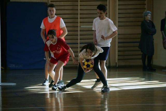 Trening korfballu uczniów I Liceum Ogólnokształcącego w Legnicy